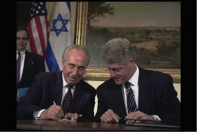 Shimon Peres Is Born in Belorussia